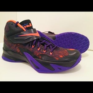 Lebron Nike Size 9.5 BVTN/OR ISS Item #688579-585